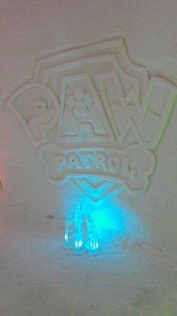 Luvattumaa - Levi Ice Gallery: Ice carving - Paw Patrol