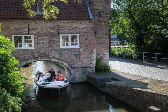 Canal Hopper Delft