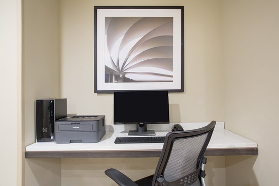 Our convenient Candlewood Suites Business Center is available 24/7 in Longmont, Colorado.