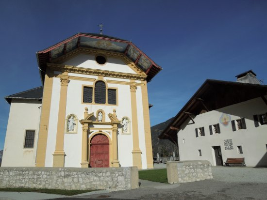 Saint-Gervais-les-Bains, Prancis: Extérieur de l'Eglise Saint-Nicolas