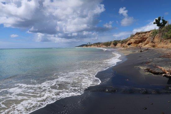 Black Sand Beach: Black sand!