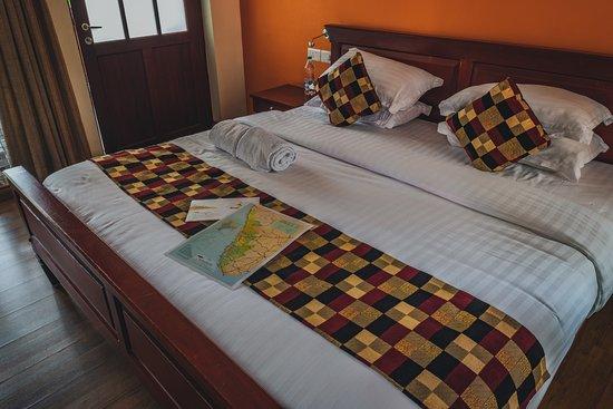 The Villa Romantica: King size bed.