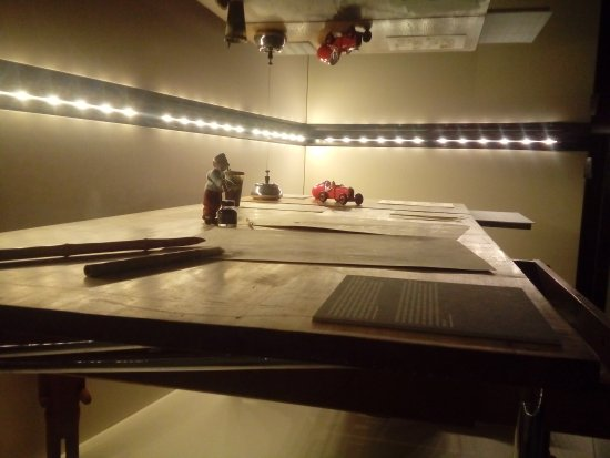 Musée Hergé : Une des nombreuses vitrines de musée d'Hergé