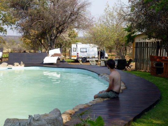 Оутджо, Намибия: sitting at the poolside.....so peaceful