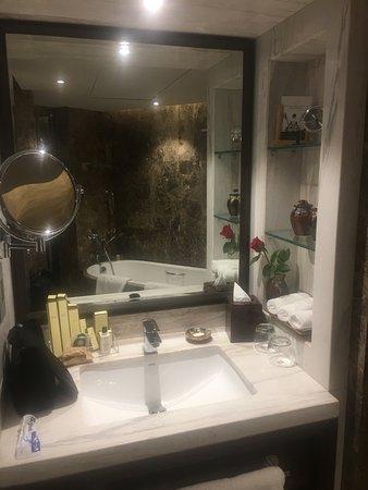 salle de bains - picture of shangri-la's eros hotel, new delhi ... - Photo Salle De Bains