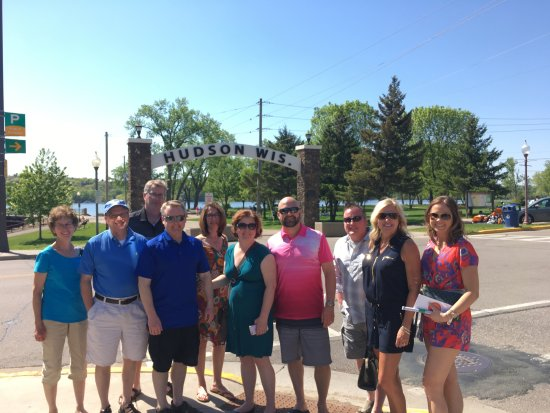 Hudson Food Walk: Tour group posing in front of the iconic Hudson Arch.