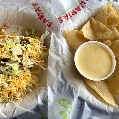 Ooltewah, TN: Two taco combo with queso!