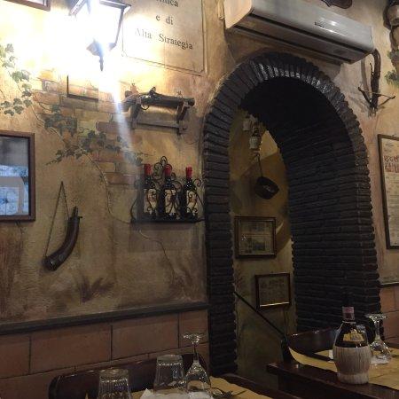 Ristorante antica osteria rugantino in roma con cucina for Cucina antica roma