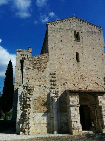 Abbazia di Sant'Antimo: la facciata