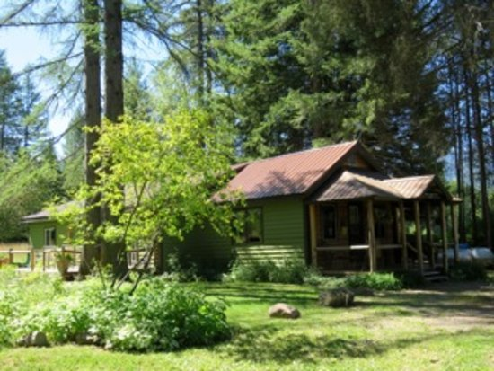 Martin City, MT: Spotted Bear is a 3br/2ba home, secluded and private.