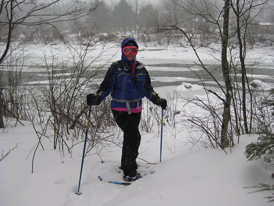 Bethlehem, NH: Snowshoeing down to river behind BML.