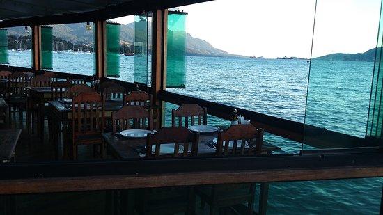 Aeroilha - Restaurante & Pizzaria: Aeroilha - Restaurante sobre o mar