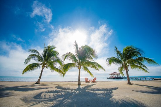 St. George's Caye Resort: The beach at St. George's Caye on a beautiful morning