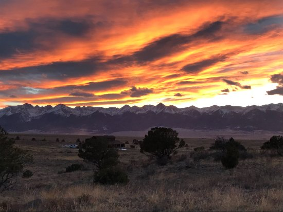Dazzlers Best Casita: Sunset view of the Sangre de Christo Mtns.