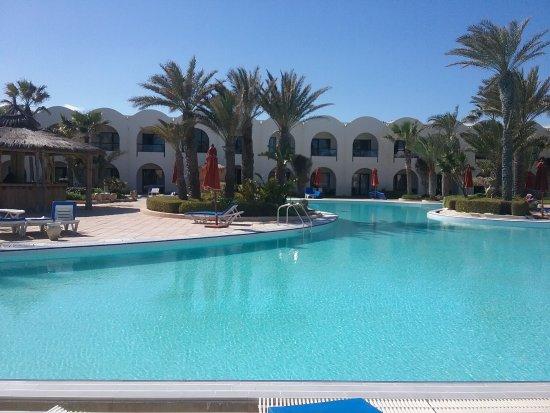 SENTIDO Djerba Beach: Piscine dommage que la température n'y etait pas.....normal en février,,