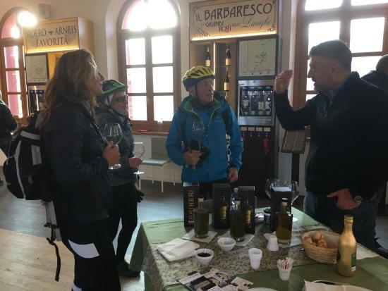 Agrilab - Wine Tasting Tour : la degustazione dell' olio.