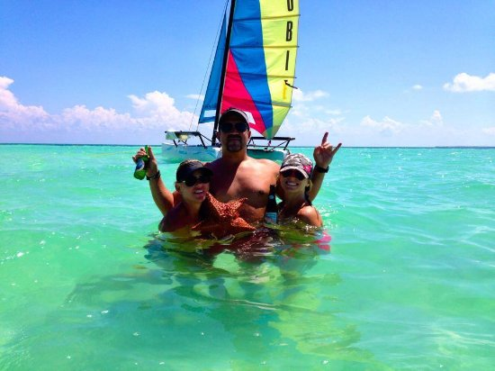 St. George's Caye, Belize: Playing at the sandbar near the reef