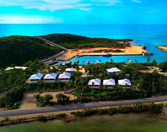 Harbour Club Villas & Marina: A unique six villa complex with two waterfronts....lake and ocean.