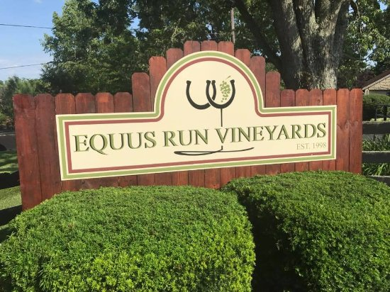 Midway, KY: Welcome to Equus Run Vineyards!