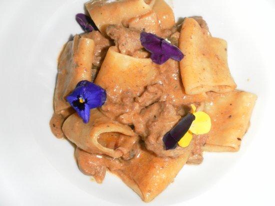 Ponsacco, Italia: Paccheri salsiccia, tartufo e ...