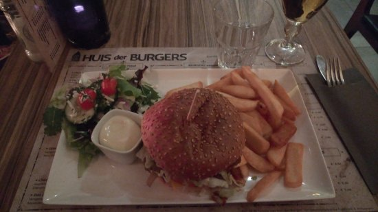 Huis Der Burgers: Classic burger with bacon and cheese