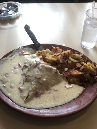 Vestal, NY: Chipped beef with toasts and home fries