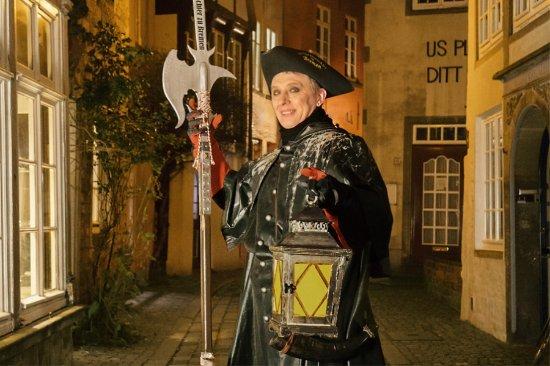 Der Nachtwächter zu Bremen: Die Tour führt auch durch das malerische Schnoorviertel.