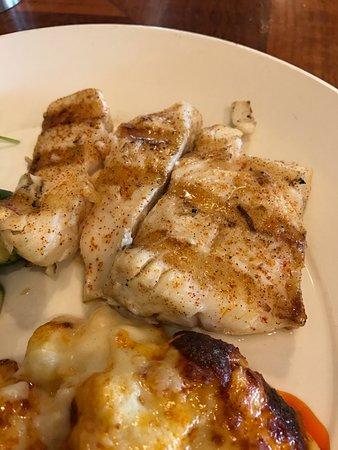 San Mateo, Californië: Grilled Alaskan halibut with roasted vegetables and au gratin potatoes