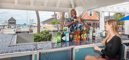 Valentines Resort and Marina: Pool Bar