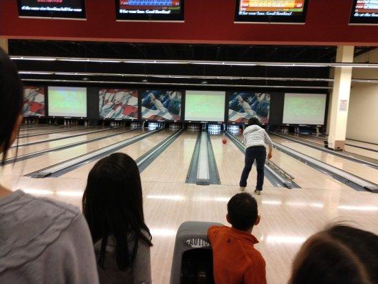 Rocklin, كاليفورنيا: The final roll! Had a fun time at Strikes Unlimited