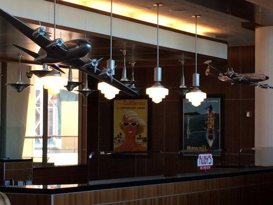 Rubyu0027s Diner: Aviation Decor
