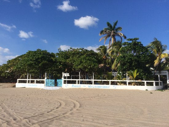 Pochomil, Nicaragua: How the hotel looks like from the beach.