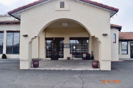 Eldorado Inn: Porte Cochere