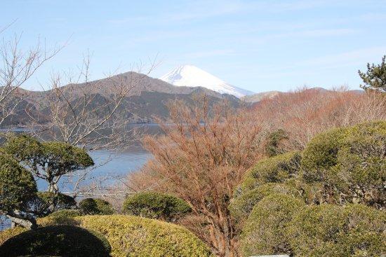 Onshi Hakone Park: 庭園の様子と芦ノ湖、富士山の景色