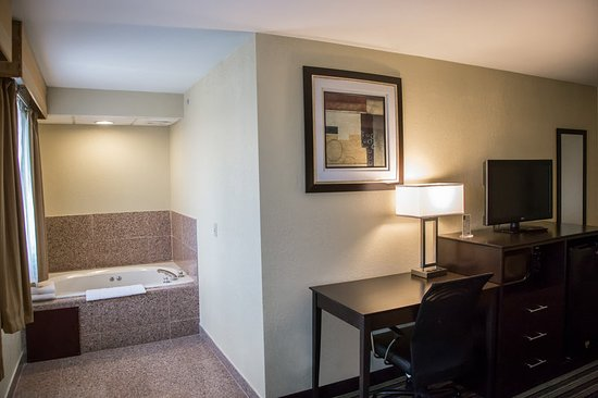 Loves Park, IL: Guest room