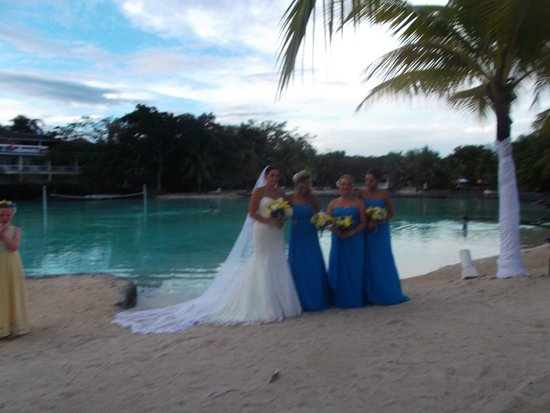 Plantation Bay Resort And Spa: Our daughter and her bridesmaids overlooking a lagoon
