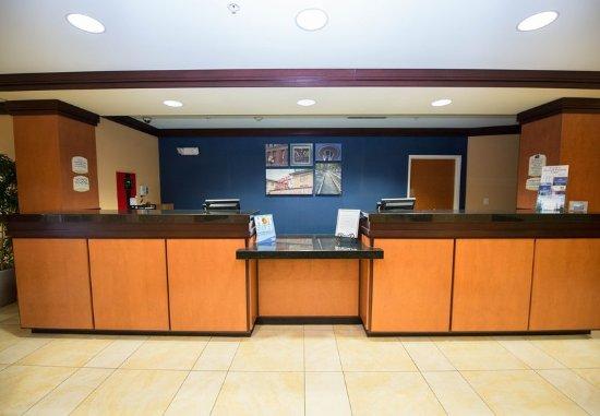 Fairfield Inn & Suites Seattle Bremerton: Lobby
