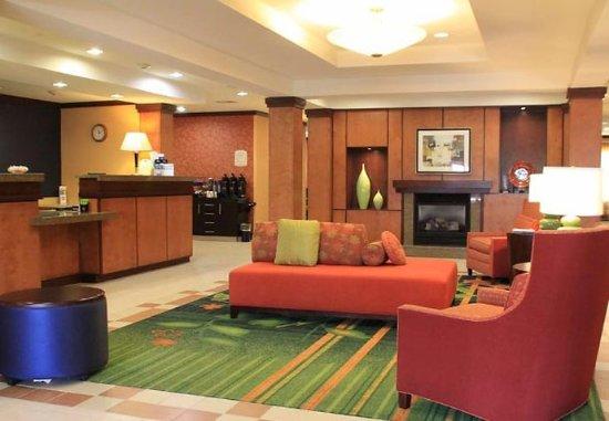 Fairfield Inn & Suites Denton: Lobby
