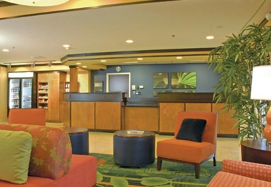 Fairfield Inn & Suites Brunswick: Lobby
