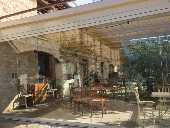 Agriturismo Le Mandrie di San Paolo : New enclosure recently added to the patio