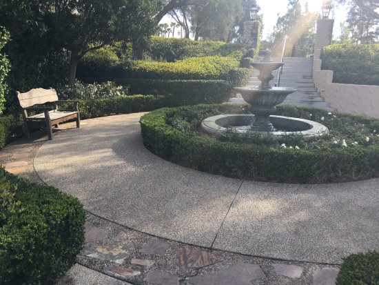 Rancho Bernardo Inn: Another one of the countless fountains and relaxing areas. GREAT for meditation.