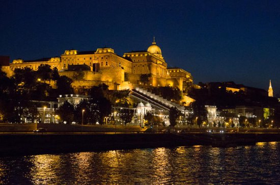 Private Budapest Night Stroll and Boat Cruise