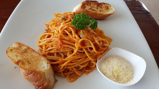 Ark Bar Beach Resort : marinara pasta