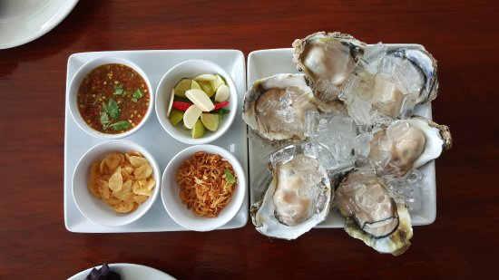 Ark Bar Beach Resort : Fresh Oyster served with Thai Style