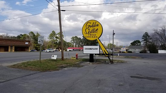 Plymouth, NC: Golden Skillet sign