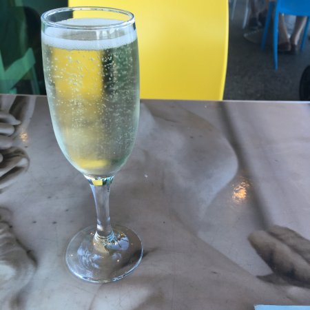 Cottesloe, Australia: Impressive glass of bubbly