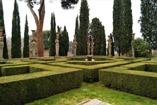 Giardini picture of palazzo farnese caprarola for Giardini 82 gravina