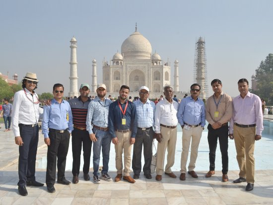 Taj Mahal Tour Guide Family Group