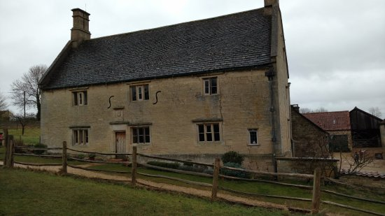 Woolsthorpe Manor: General view of the house