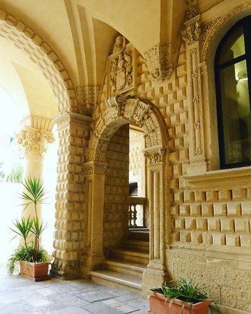Palazzo Loffredo Adorno